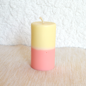 Bougie parfumée jaune et rose, parfum banane - vanille - fraise