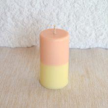 Bougie bicolore parfum pêche et miel.
